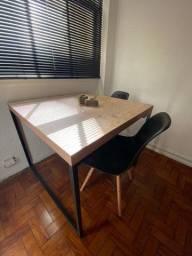 Mesa de Jantar (Estilo Industrial)