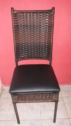 Cadeiras de mesa coberta por fibra