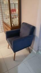 Oportunidade conjunto de cadeiras e sofá.