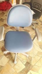 Cadeira giratória com regulagem de altura