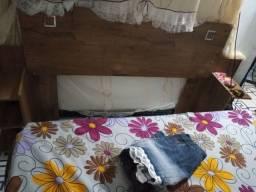 Cabeceira de cama box semi nova paguei 350 a vista mais vendo até por 200 parcelado
