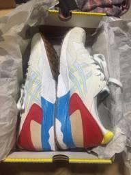 Tênis Asics branco com vermelho TAM 43