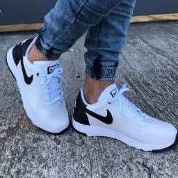 Tênis Nike White