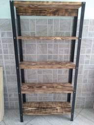 Prateleira de madeira (Muriaé)