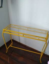 Aparador de metal na cor Amarela