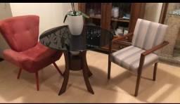 Mesa de madeira maciça com tampo redondo de vidro preto