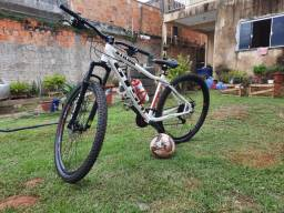 Bike zerada pouco usada 1.700,00 pra vender logo