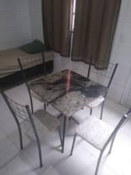 Mesa de granito de 4 cadeiras.
