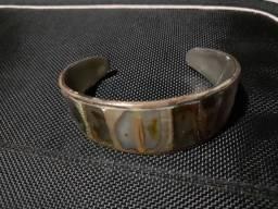 Conjunto de broche+pulseira em alpaca com madrepérola