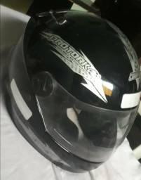 Kit do motociclista( capacete+capa de chuva)