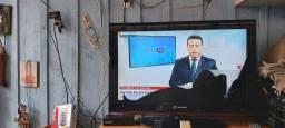 TV LCD HBUSTER 32P. +CONVERSOR DIGITAL TELA TRINCADA FUNCIONA NORMAL