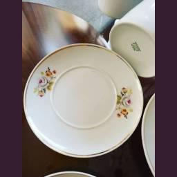 Lindo jogo de chá café porcelana real clássico sigam nosso Instagram @brechodanoni