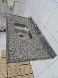 Pia cozinha pedra granito 1,10x0,60 com cuba inox e torneira misturador Docol
