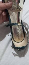 Um sapato Mariotta e uma sandália Beira Rio