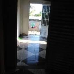 Casa Com 3/4 E Quintal