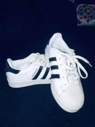 Vendo tênis feminino couro adidas originals superstar branco/preto