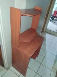 Rack para computador de madeira