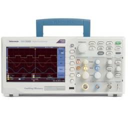 Osciloscópio Digital DSO Tektronix TBS1052B e outros itens para eletrônica