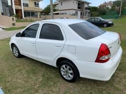 Toyota Etios X  sedan automático
