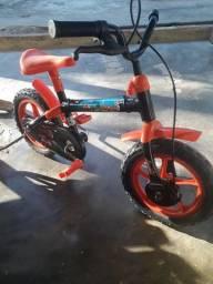 Bicicleta infantil semi nova!