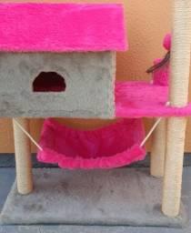 Arranhadores para gatos com casinha