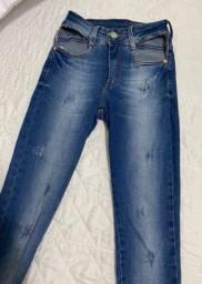 Calça jeans e macacão