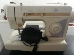 Máquina de Costura Singer Pret-a-Porter. Modelo ZL002B