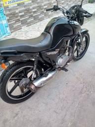 Vende se uma moto Honda CG 125 FAM ESD 2014