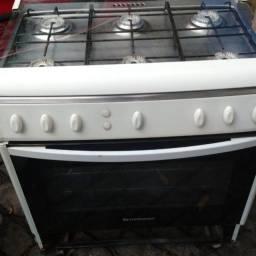 Fogão 6 bocas em ótimo estado, inclusive o forno !obs: gás encanado !