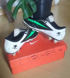 Chuteira Nike Hypervenom Campo 40