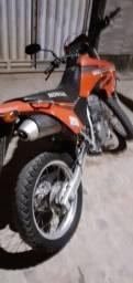 Moto Tornado toda original.