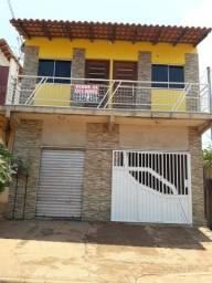 Casa com ponto comercial na Borges Leal