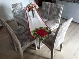 Mesa em madeira com tampo de vidro e 6 cadeiras (usada)