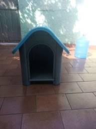 Casa de cachorro em plástico resistente número 4. Estado de nova