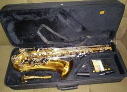 Vendo sax tenor da marca Michael,R$ 3.500(SÓ VENDO, NÃO ACEITO TROCA)