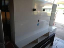 Painel para TV Branco medindo 80 por 1 e 10 de altura