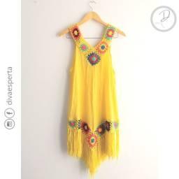 Vestido saía de praia amarelo com decote V
