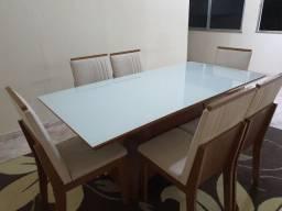 Mesa de jantar de seis lugares com tampo leitoso
