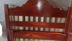 VENDO cama de madeirão de Casal em perfeitas condições.