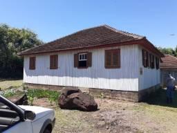 Casa na ERS 020 entre Igrejinha e São Francisco de Paula-RS