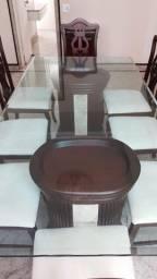 Mesa com tampo vidro 2,20m x 1,10m com espessura de 2 cm e 8 (oito) cadeiras