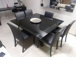 Mesa com tampo preto ( sem as cadeiras )