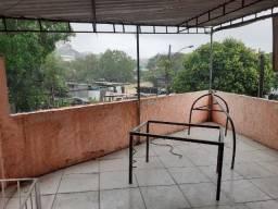 Casa Frente de Rua com 2 Quartos e Terraço e 2 Lojas Próximo a Estação de Oswaldo Cruz!