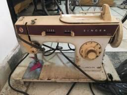 Máquina de costura Singer Facilita usada sem motor