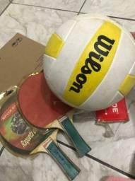 Bola de vôlei/ 2 raquetes e rede de ping pong
