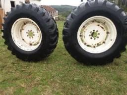 Par de pneus com aro