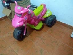 Moto elétrica infantil bem conservada