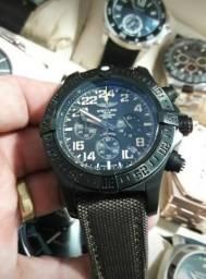 b49d373ab12 Breitling Avenger Hurricane - Primeira Linha Novo