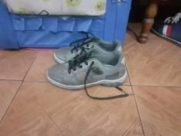 Vendo  sapato pra criança de  8 anos