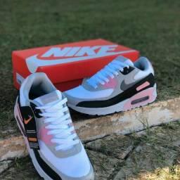 Tênis Nike Air Max 90<br><br>Feminino Rosa/Branco/Preto<br><br><br>